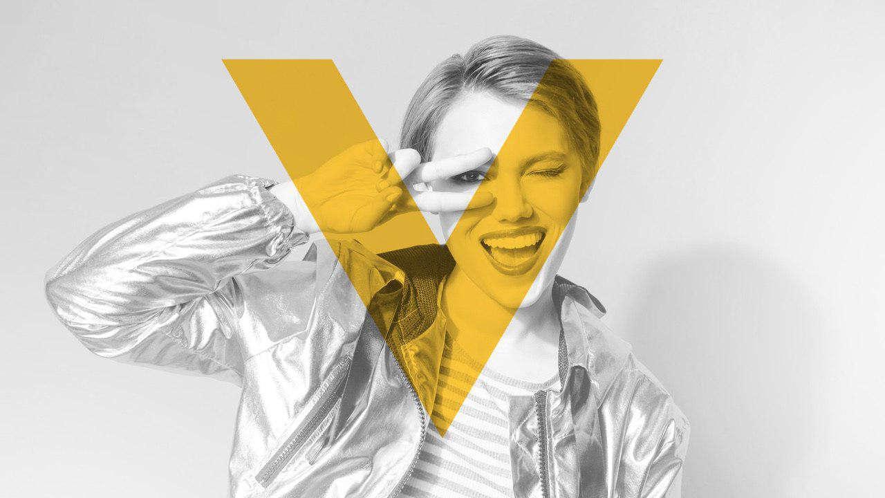 Девушка и логотип Veon