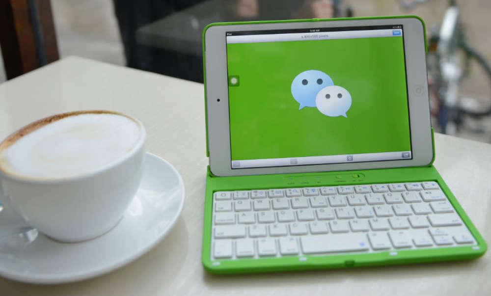 WeChat ноутбук в кафе
