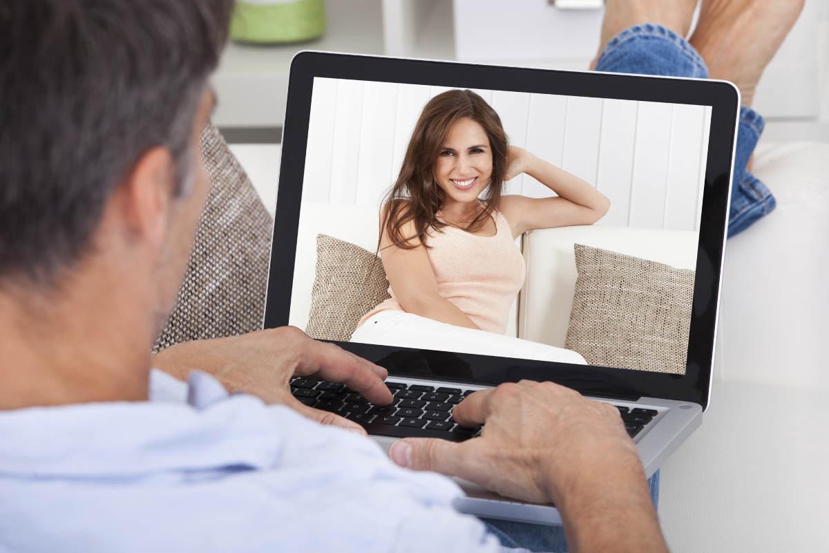 Знакомство В Интернете Дома