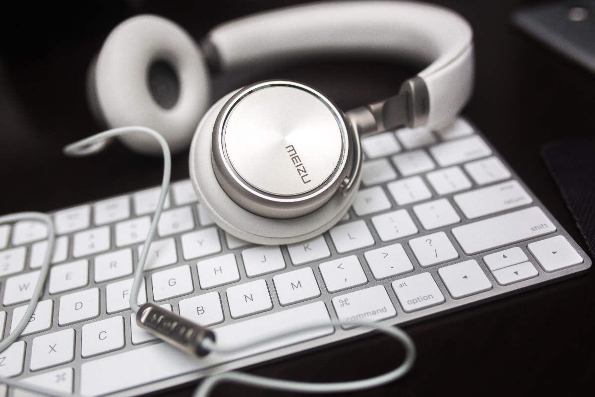 Наушники на клавиатуре