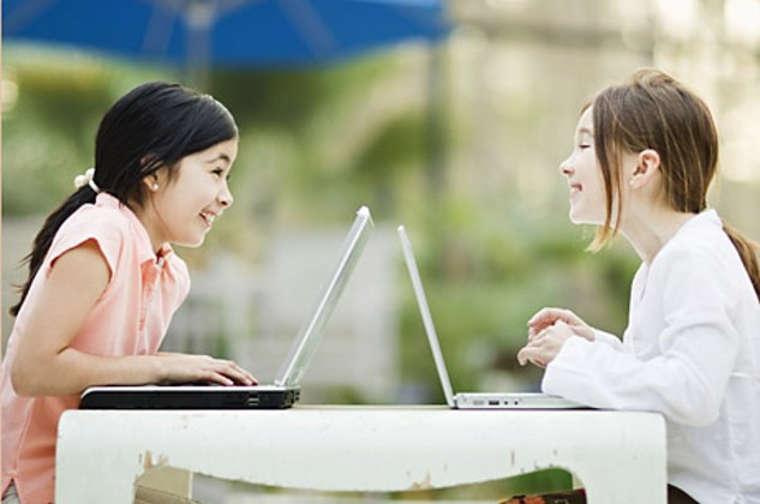 Дети перед ноутбуками