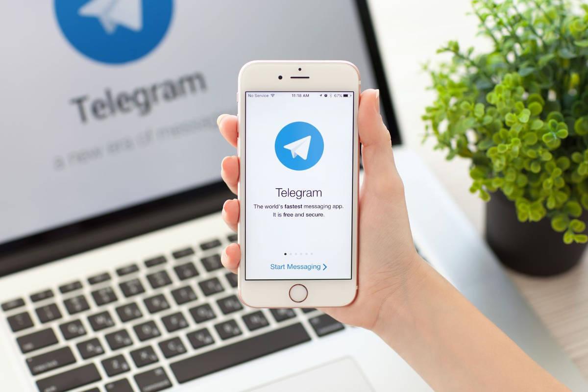 Телеграм на телефоне и ноутбуке