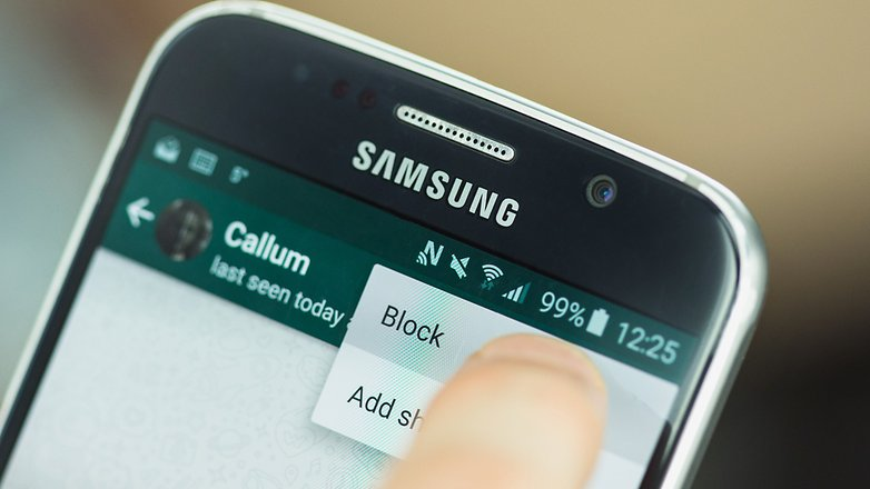 Иллюстрация на тему Как узнать что тебя заблокировали в WhatsApp: всё о чёрном списке