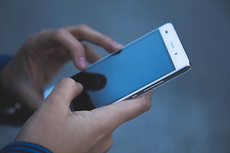 Иллюстрация на тему Как загрузить гифку в ВК: на стену, с ПК, с телефона